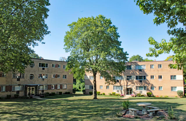 Bel-Aire Apts - 8326 Delcrest Dr, University City, MO 63124