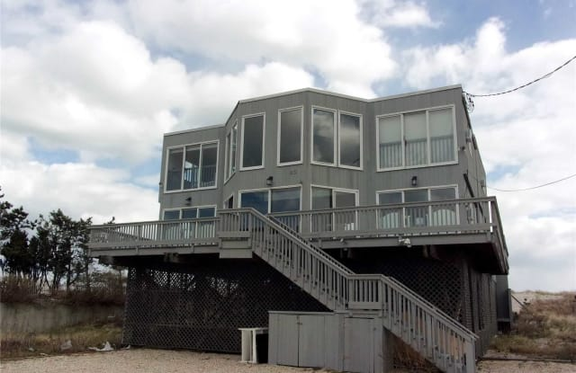 23 Dune Road - 23 Dune Road, East Quogue, NY 11959