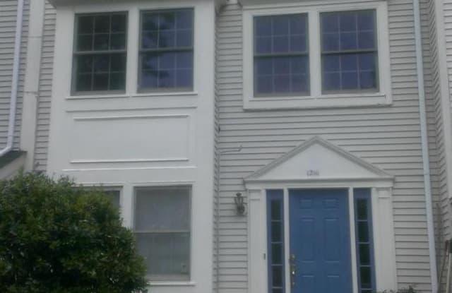12111 SALEMTOWN DR - 12111 Salemtown Drive, Lake Ridge, VA 22192