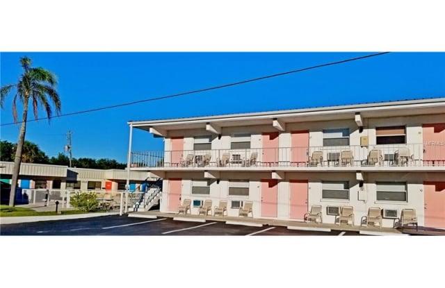 908 VILLAS DRIVE - 908 Villas Drive, Venice, FL 34285