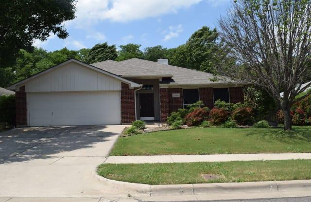 5904 Summerfield Dr - 5904 Summerfield Drive, Arlington, TX 76018