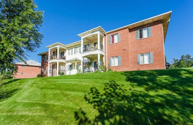 CenterPointe Apartments & Townhomes - 5570 Centerpointe Blvd, Canandaigua, NY 14424