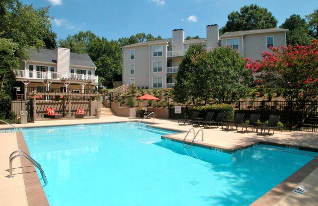 Vinings Apartments - 4098 S Cobb Dr, Smyrna, GA 30080