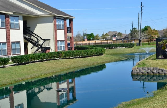 OakBridge Apartments - 1710 Old Alvin Rd, Pearland, TX 77581