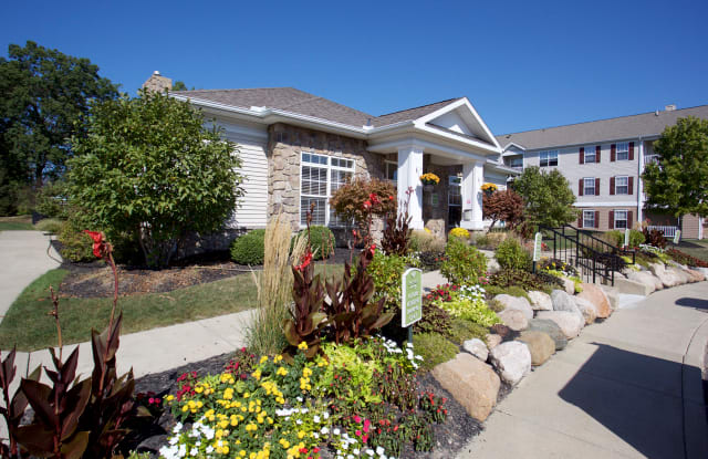 Somerset Apartments - 181 Somerset Ln, Avon Lake, OH 44012