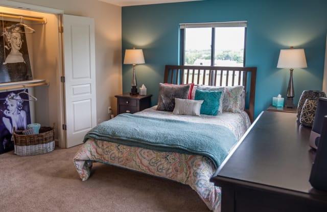The Hills Apartments - 525 NW 55th Ter, Kansas City, MO 64118