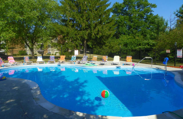 Chateau in the Woods - 4020 Monaco Dr, Indianapolis, IN 46220