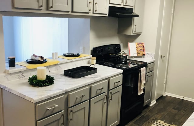 Oaks at Creekside Apartments - 2602 S 39th St, Temple, TX 76504