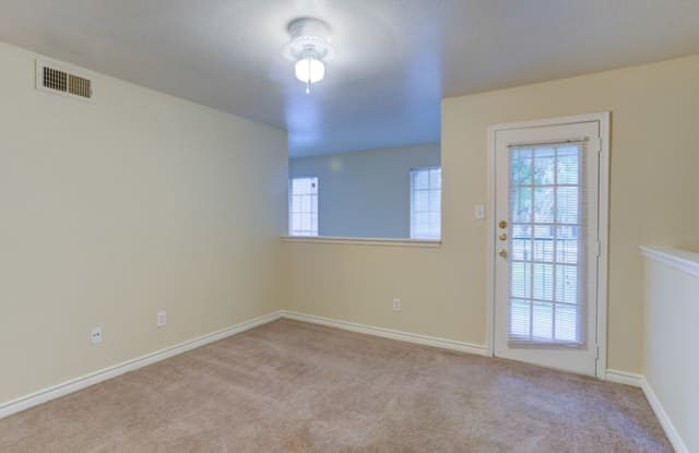 Madison Apartments - 9701 Forum Park Dr, Houston, TX 77036