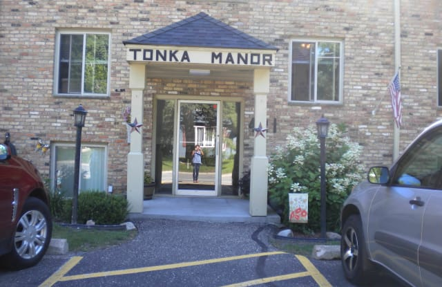Tonka Manor - 421 Division Street, Excelsior, MN 55331