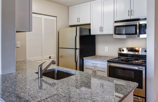 Shenandoah Crossing Apartment Homes - 13300 Blueberry Ln, Fairfax, VA 22033