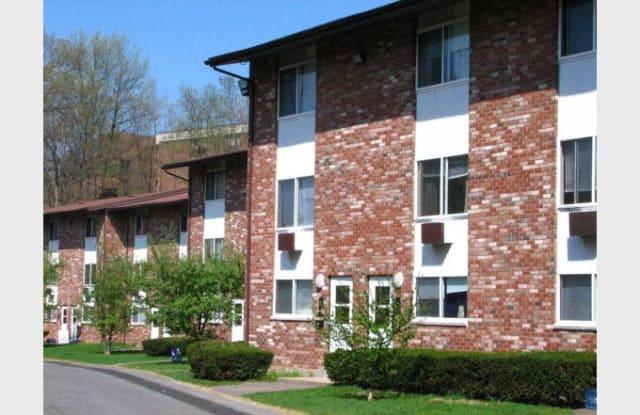 Hillside Gardens - 98 Hall Ave, Meriden, CT 06450