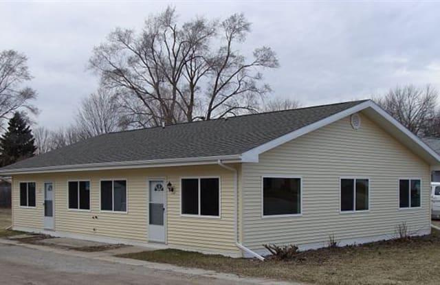 Henry St. Duplex - 911 North Henry Street, Mount Pleasant, MI 48858