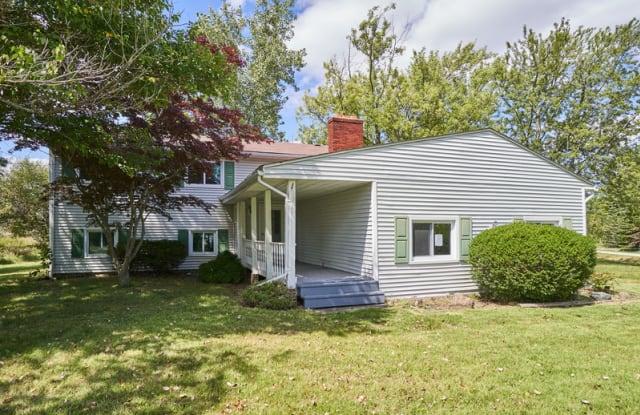 1475 Laurel Dr - 1475 Laurel Drive, Cinnamon Lake, OH 44287