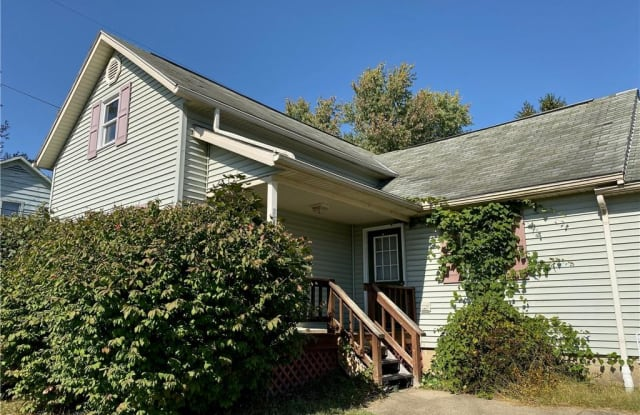 221 High St - 221 North High Street, Port Washington, OH 43837