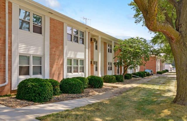 Plaza Manor - 3821 66th St, Urbandale, IA 50322