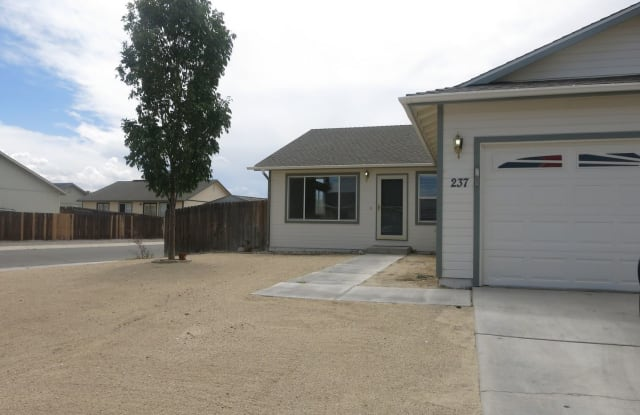 237 Emigrant Way - 237 Emigrant Way, Fernley, NV 89408