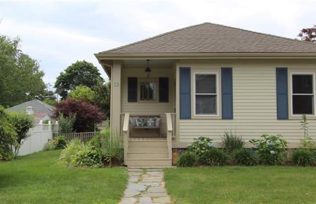 12 Hilltop Avenue - 12 Hilltop Avenue, Newport East, RI 02842