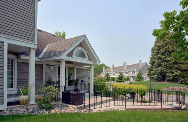 Seasons Villas Apartments and Townhomes - 8630 Summer Wind Alcove, Woodbury, MN 55125