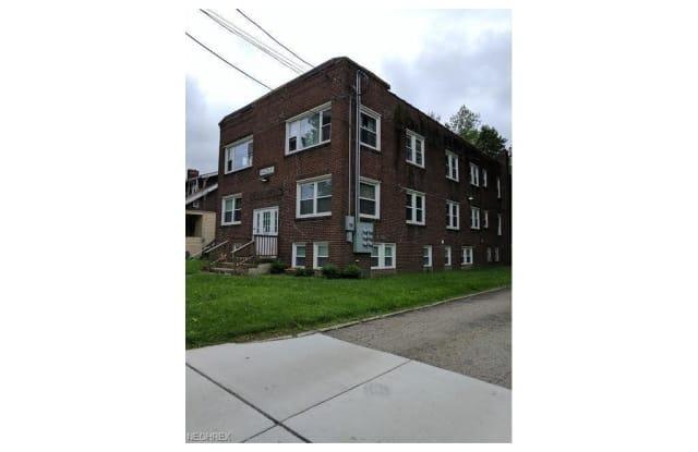 390 Massillon Rd - 390 Massillon Road, Akron, OH 44306
