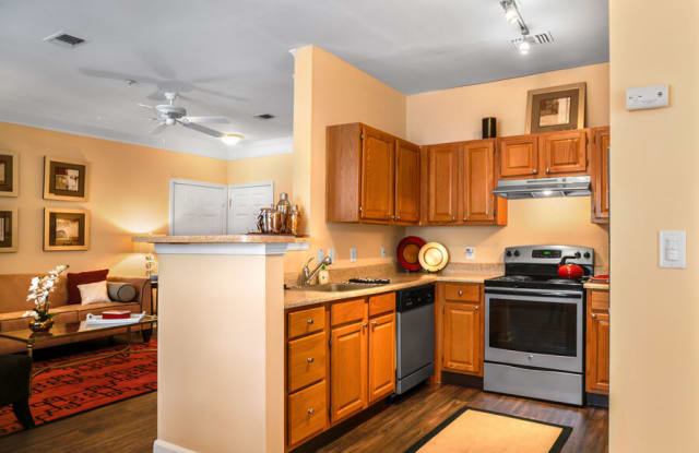 River Pointe at Den Rock Apartments - 333 Winthrop Ave, Lawrence, MA 01845