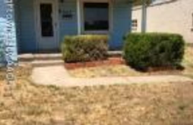 907 9TH AVE - 907 9th Avenue, Canyon, TX 79015