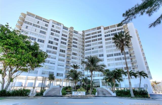 11930 N Bayshore Dr - 11930 North Bayshore Drive, North Miami, FL 33181