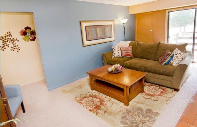 Delta Square Apartments - 5332 W Michigan Ave, Lansing, MI 48917