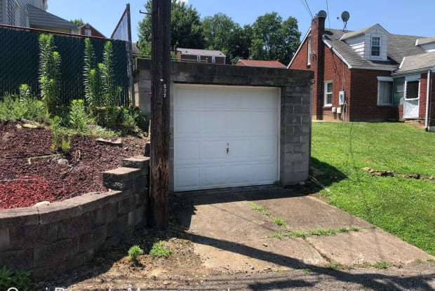 6488 Simmons Ave - 6488 Simmons Avenue, South Park Township, PA 15129