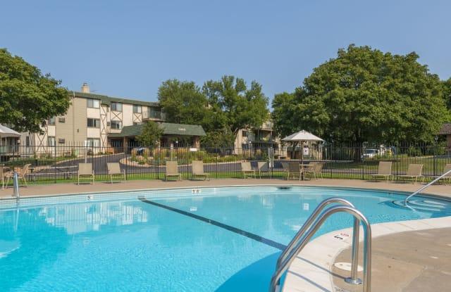 Medicine Lake Apartments - 1300 W Medicine Lake Dr, Plymouth, MN 55441