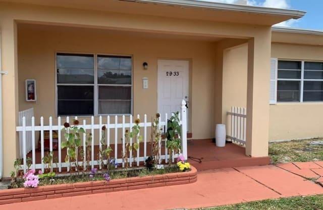2933 Washington St - 2933 Washington St, Hollywood, FL 33020