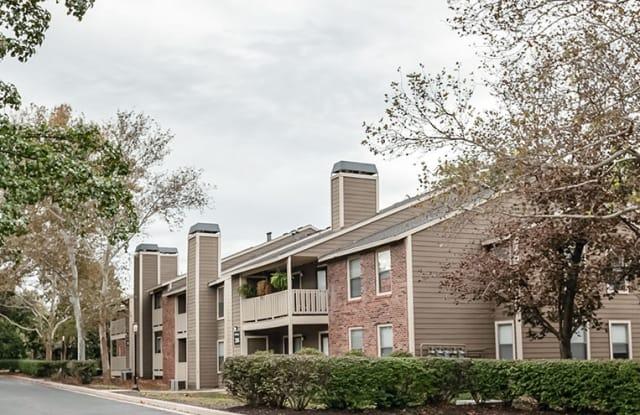 Woodview - 3124 Woodview Ridge Dr, Kansas City, KS 66103