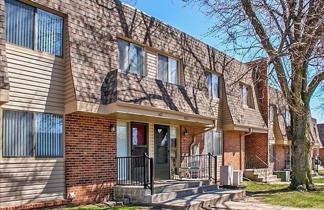 Stony Brook Apartments and Townhomes - 14735 W Plz, Omaha, NE 68137