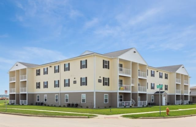 The Legends Apartments - 4411 Nicklaus Drive, Champaign, IL 61822