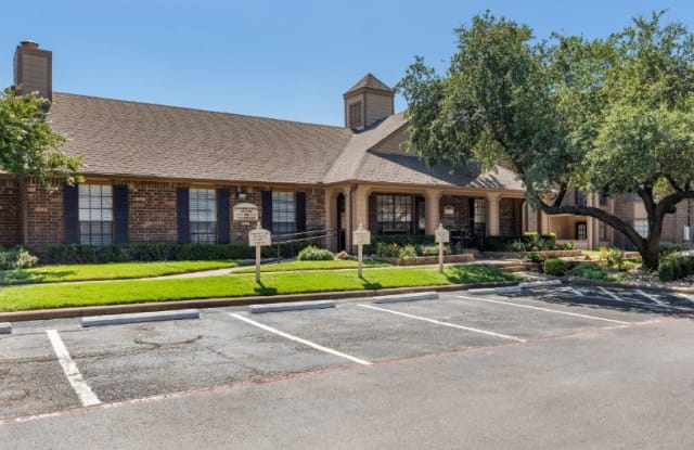 The Arbors of Euless Apartments - 1002 Fuller Wiser Rd, Euless, TX 76039