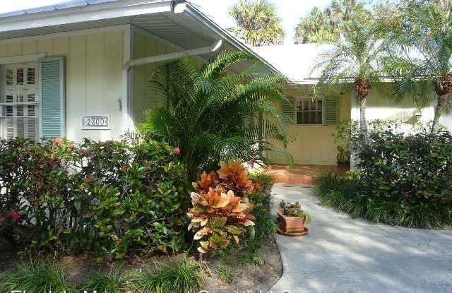 2300 Pine Ave - 2300 Pine Avenue, Vero Beach, FL 32960