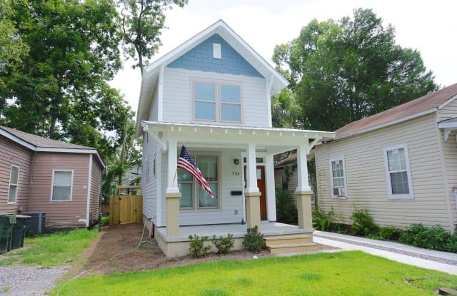 733 E 38th St - 733 East 38th Street, Savannah, GA 31401