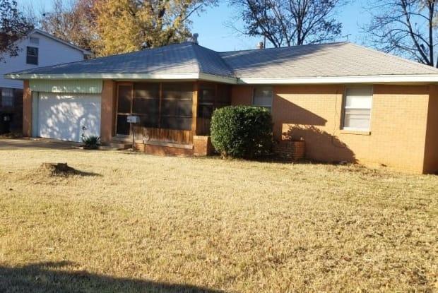 1425 Oakwood Dr - 1425 Oakwood Drive, Norman, OK 73069