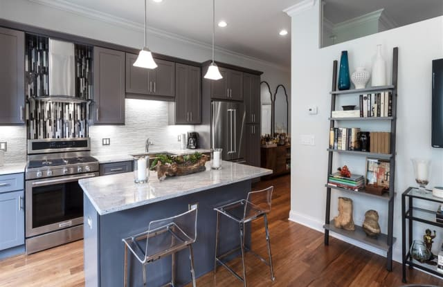 Wells Place - 837 South Wells Street, Chicago, IL 60607
