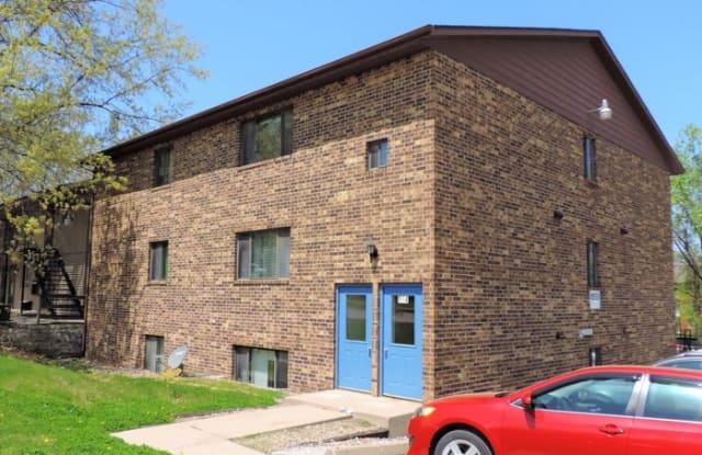 814 Oakcrest Street - 814 Oakcrest Street, Iowa City, IA 52246