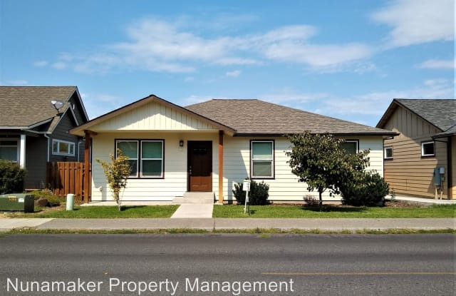 1427 E. 12th Street - 1427 East 12th Street, The Dalles, OR 97058