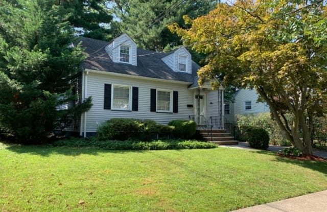 121 Henshaw Ave - 121 Henshaw Avenue, Union County, NJ 07081