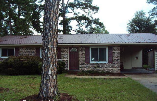 601 MEMORIAL DR - 601 Memorial Drive, Nashville, GA 31639