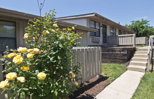 Ridgewood Apartments - 2729 Ridgewood Drive Apt A, Elkhart, IN 46517