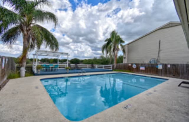 Wood River Apartments - 4021 Wood River Dr, Corpus Christi, TX 78410