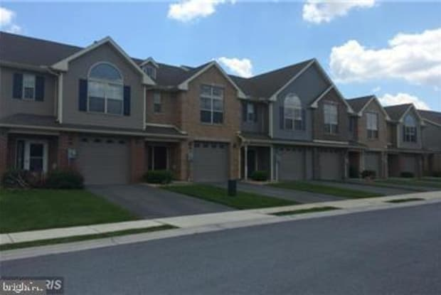 2045 CLINTON AVENUE - 2045 Clinton Ave, Chambersburg, PA 17201
