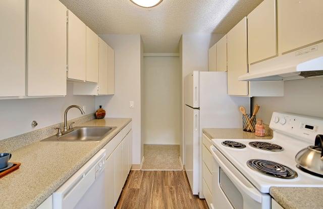 Galleria Apartments - 10500 Meridian Ave N, Seattle, WA 98133