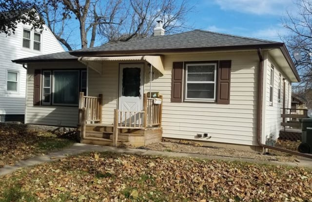 746 Boston Ave - 746 Boston Avenue, Waterloo, IA 50703