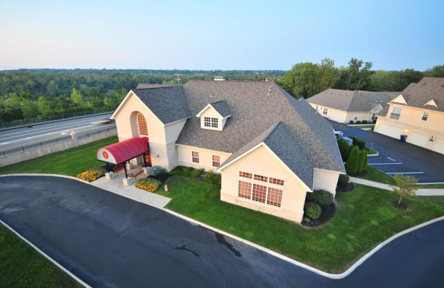 Marble Cliff Commons - 2828 Marblevista Blvd, Columbus, OH 43204
