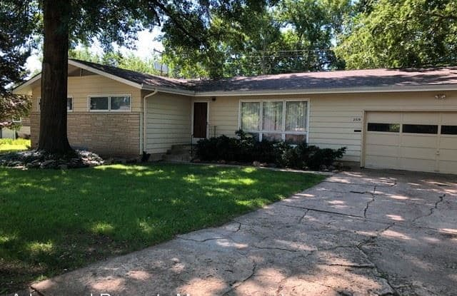 2319 Bailey - 2319 Bailey Drive, Manhattan, KS 66502